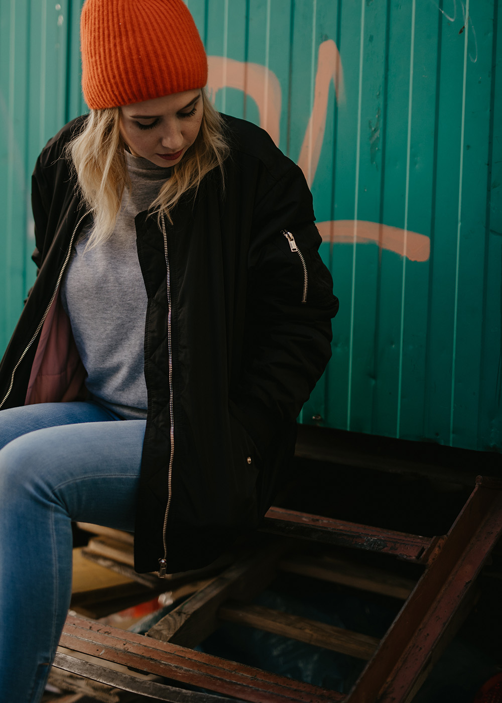 outfit-beanie-cos-rot-herbst-denise-steiner
